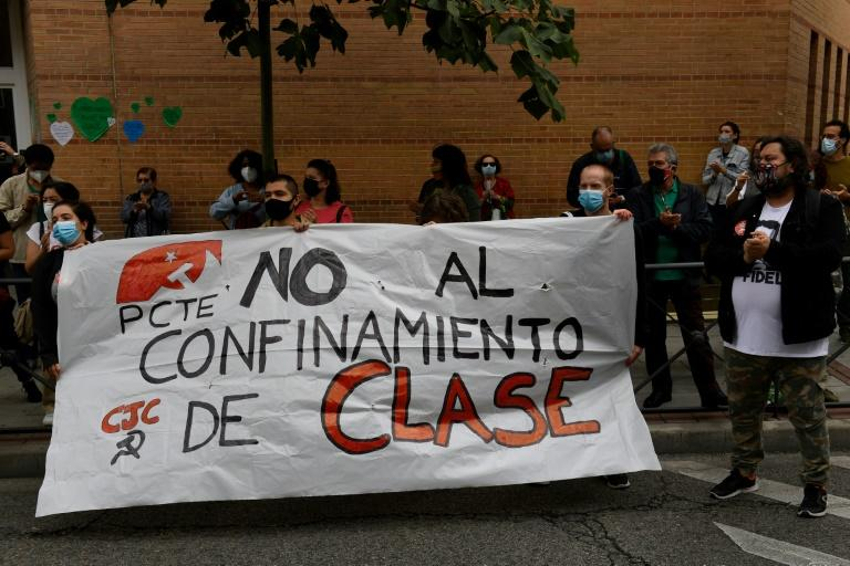 """Protesters in Madrid's Carabanchel district demand """"No to a class-based lockdown"""""""