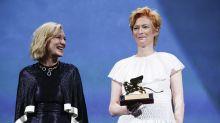 Estrellas en Venecia elogian premios de género neutro