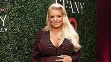 Jessica Simpson Pokes Fun at Her Awkward Pregnant Toilet Seat Moment