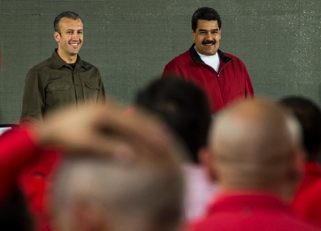 Venezuelan President Nicolas Maduro (R) and his vice-president Tareck el-Aissami participate in a rally with workers of PDVSA state-owned oil company in Caracas (AFP Photo/JUAN BARRETO)