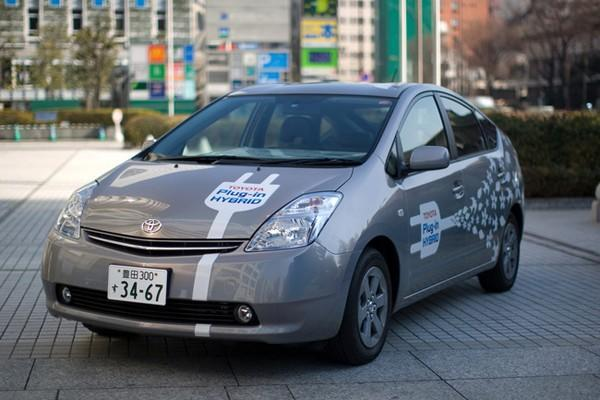 Toyota to introduce plug-in hybrid for 2010, hybrid versions of all cars by 2029