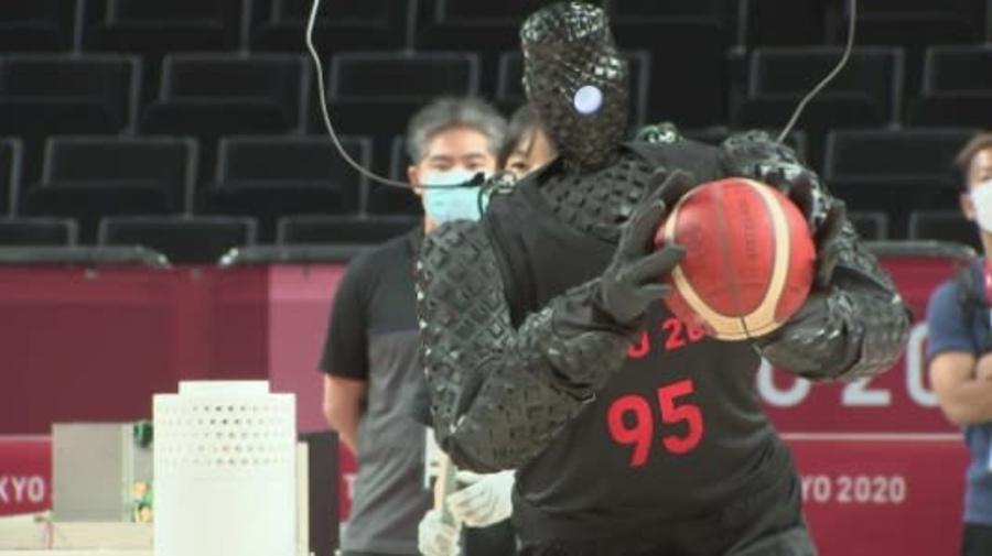 VÍDEO: Robô cestinha é atração durante intervalo do basquete nos Jogos Olímpicos de Tóquio