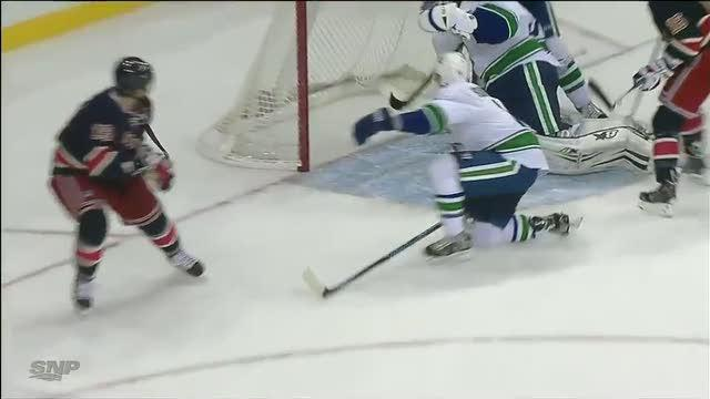 Eddie Lack sticks it to Brad Richards on save