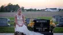 Jovem faz ensaio de casamento no túmulo de noivo morto em acidente trágico