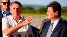 O dia em que a pressão política foi capaz de tirar a caneta da mão de Bolsonaro