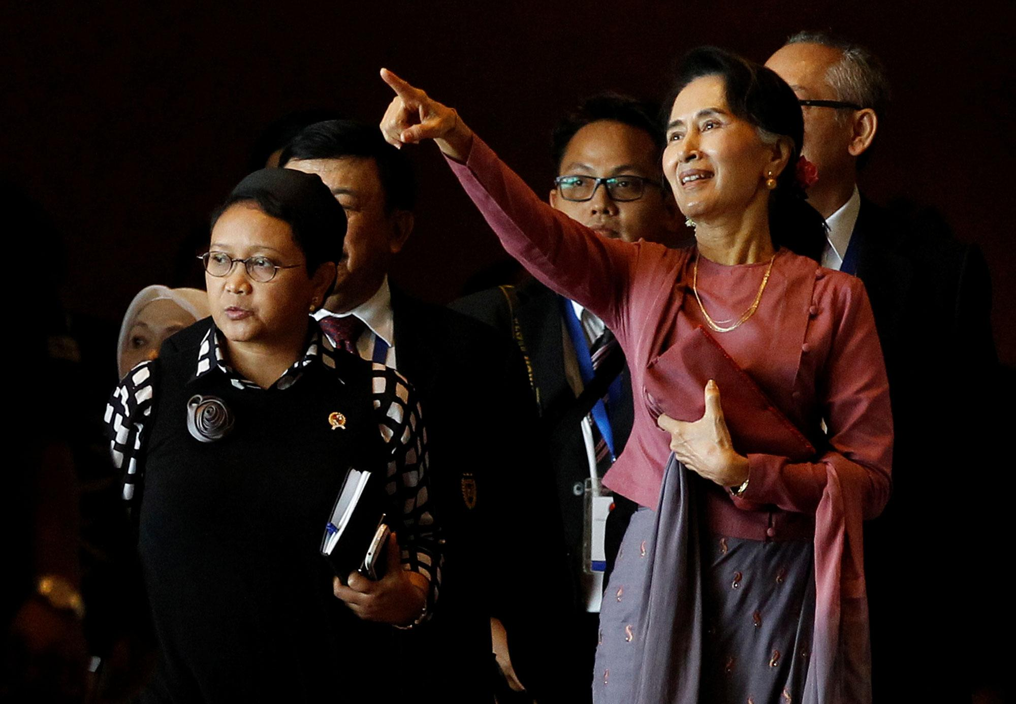 <p>Indonesia Foreign Minister Retno Marsudi and Myanmar State Counsellor Aung San Suu Kyi walk after they attended ASEAN Foreign Minister Meeting on Rohingya issue in Sedona hotel at Yangon, Myanmar on Dec.19, 2016. (Photo: Soe Zeya/Reuters) </p>