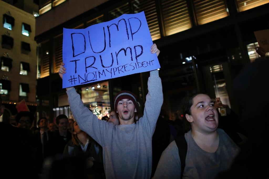 Anti-Trump protesters in front of Trump Tower in New York on November 10, 2016 (AFP Photo/Kena Betancur)