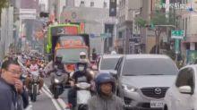 統一獅封王遊行 數千人湧台南棒球場