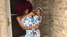 Mãe faz sucesso ao criar looks estilosos combinados com a filha