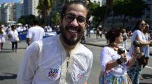 Jean Wyllys diz que voltaria a cuspir em Bolsonaro