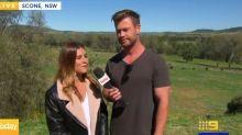 Chris Hemsworth fait une apparition surprise à la télévision pour présenter un bulletin météo