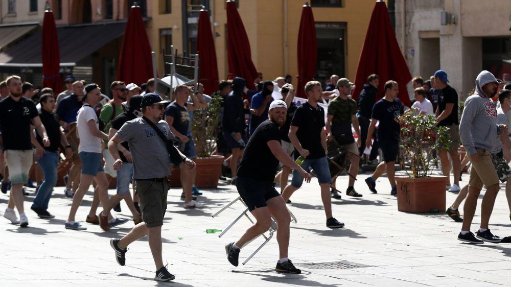 Follia hooligans in Russia: lotta organizzata in un bosco dopo il derby di Mosca