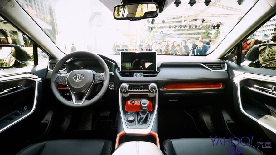 休旅王者霸氣回歸!第5代Toyota Rav4汽油/油電正式登台92.5萬起! - 7