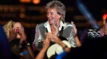 Rod Stewart Sets 2018 Summer Tour With Cyndi Lauper