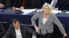 Holocaust comments drag on Le Pen's French presidential bid