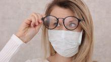 Como evitar que seus óculos fiquem embaçados quando você usa máscara