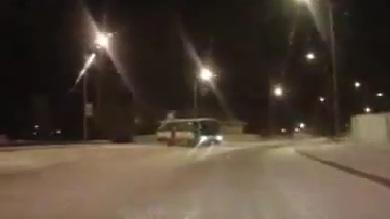 Driver Quickly Reacts to Drifting Bus