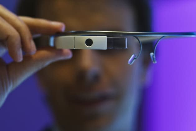 Stanford medical students learn to operate with Google Glass