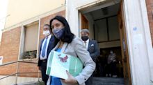 """Lucia Azzolina: """"Scuola violentata per anni. I governatori che vogliono posticipare l'apertura lo dicano subito"""""""
