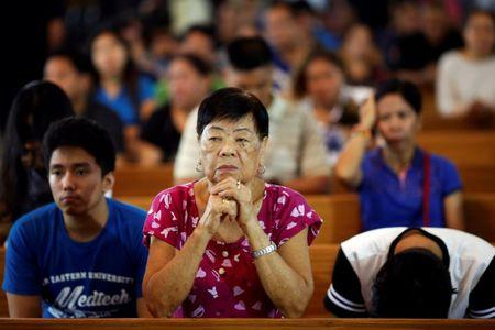People pray during a service in a chapel at Camp Crame, the headquarters of Philippine National Police (PNP) in Manila, Philippines October 9, 2016. REUTERS/Damir Sagolj