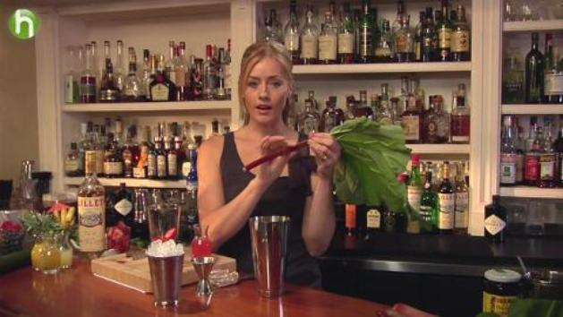 How to make a strawberry rhubarb cobbler cocktail