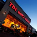 Looming housing slowdown clouds Home Depot's strong results