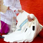 Pope Francis Falls During Mass in Poland