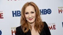 J.K.Rowling, criadora de Harry Pottter, é criticada por lançar livro com temática transfóbica