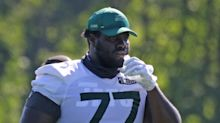 Stunning shot shows how much bigger Jets' Mekhi Becton is than Jamison Crowder