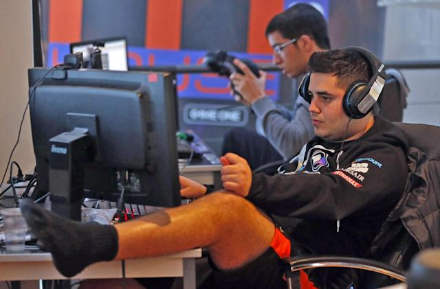 'Call of Duty' publisher brings esports to Facebook Live