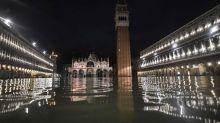 Alarma en Venecia, inundada por una marea alta histórica: dos muertos