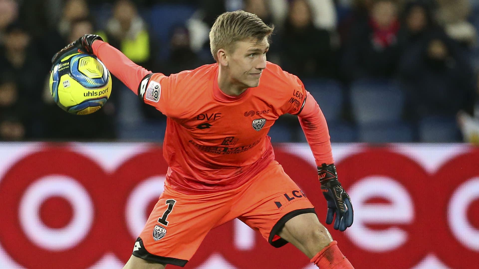 Arsenal bring in Runarsson following Martinez's departure