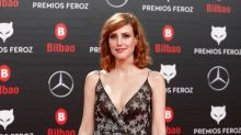 Natalia de Molina y su manicura galáctica en los Premios Feroz 2019