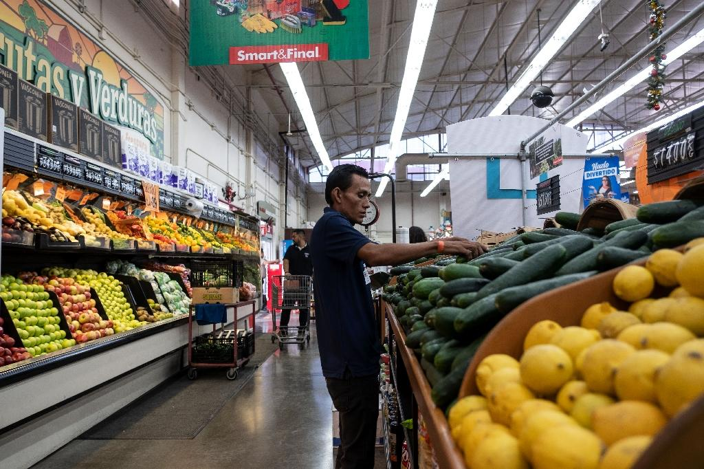 Edwin Garcia, a 27-year-old auto mechanic from Honduras, has found work at a supermarket in Mexico, after leaving home because he was too poor to even buy milk for his baby daughter (AFP Photo/Guillermo Arias)
