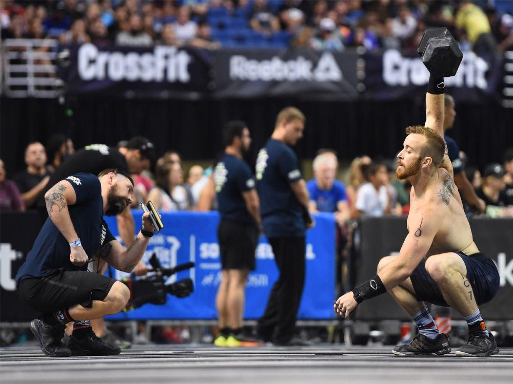 """Platz 10 der Männer: CrossFit gilt als härtestes Workout der Welt und ist in den USA nicht nur ein angesagter Fitnesstrend, sondern längst Big Business. Das weiß auch Logan Collins. Er belegt laut dem Ranking von """"Men's Fitness"""" Platz 10 der männlichen CrossFitter. Bei einem sogenannten """"Deadlift"""", dem Kreuzheben, stemmt der Sportler stattliche 238 Kilo. Doch das ist längst nicht alles. (Bild-Copyright: Photo courtesy of CrossFit Inc.)"""