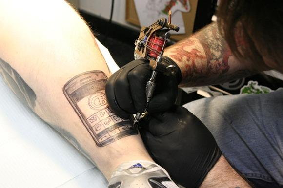 Storm Giveaway Contest Winner Tattoos The Phone On His Cankle Will Never Find Love Engadget