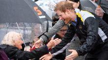 Beim Besuch in Sydney: Harry, ein Prinz zum Anfassen