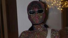 Rihanna rompe esquemas con este look de Gucci