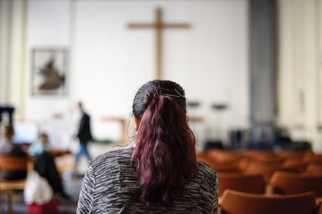 Afghan refugee Faridah attends a course on Christianity in Berlin, on October 23, 2016 (AFP Photo/CLEMENS BILAN)