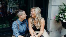 Weil sie lesbisch sind: Paar wird aus Brautladen geworfen