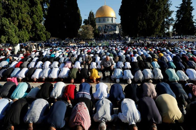 Jerusalem: Clashes at holy site leave several injured