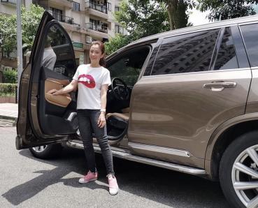 【明星聊愛車】柯以柔聽爸爸的話購入Volvo XC90 第三排座位小孩搶著坐!大空間及人性化配備超棒