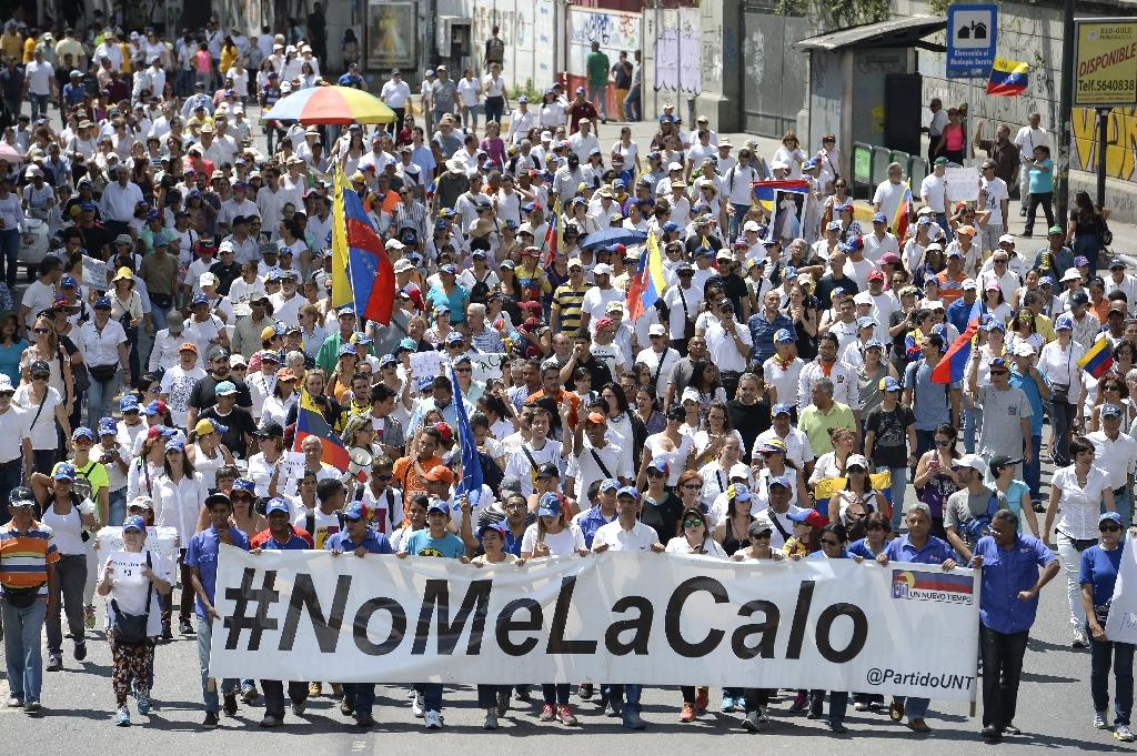 Venezuelan opposition activists march in Caracas on September 16, 2016 demanding the government set a date for a recall referendum against President Nicolas Maduro (AFP Photo/Federico Parra)