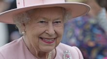 La reina Isabel II bromea sobre cómo la visita de Trump arruinó el jardín de Buckingham