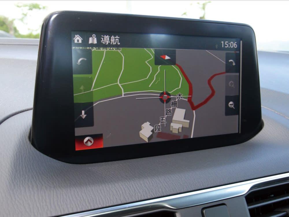 中控為七吋螢幕支援各項操作娛樂、行車資訊、配備作動細部調整、智慧型手機連結。