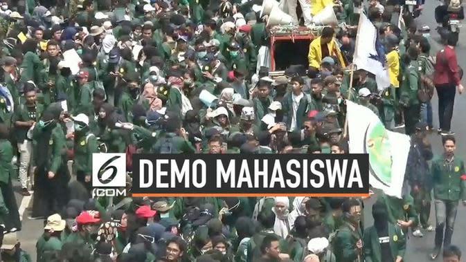 VIDEO: Gelombang Mahasiswa Terus Berdatangan Ke Gedung DPR