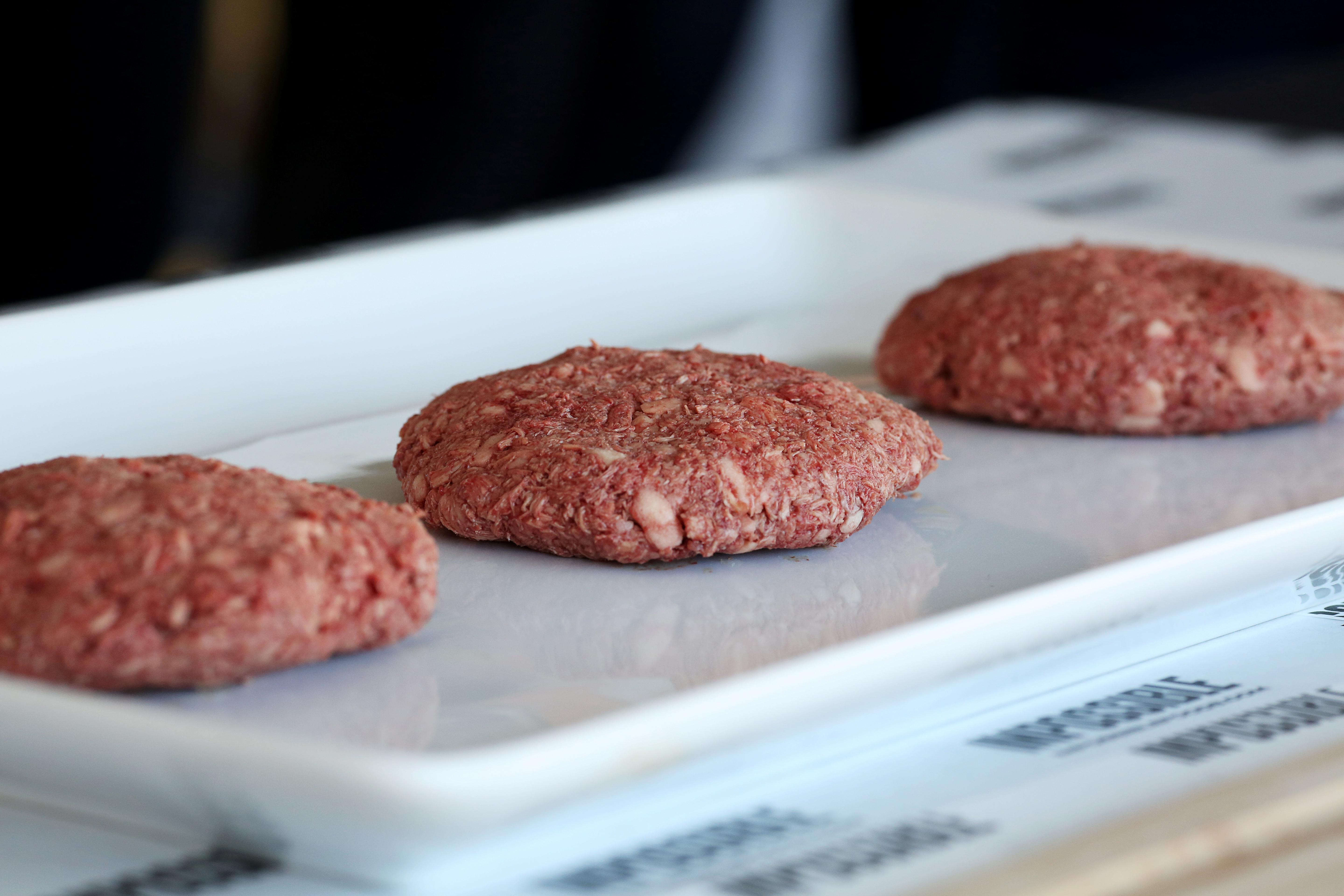 Impossible Foods is entering the fake meat grocery game - Yahoo Finance thumbnail