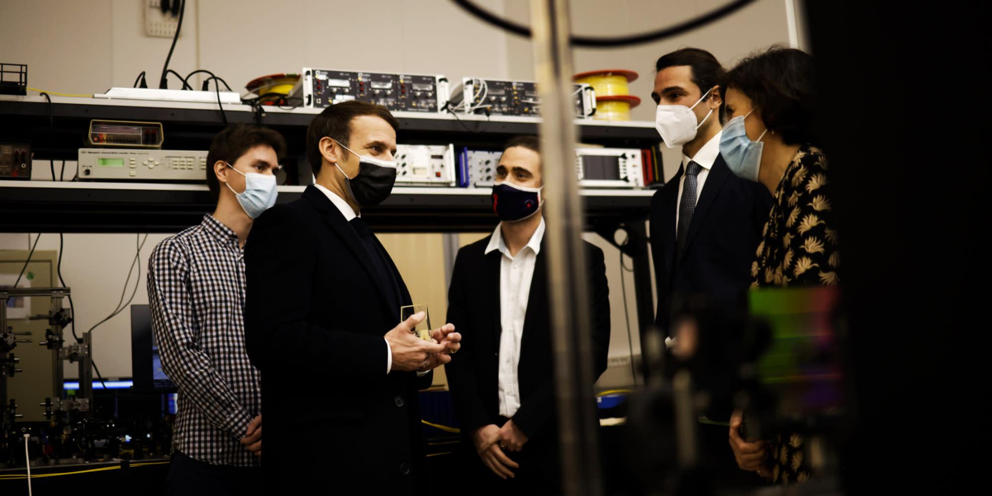 Covid : à Saclay, Emmanuel Macron veut désamorcer la colère et la détresse des étudiants