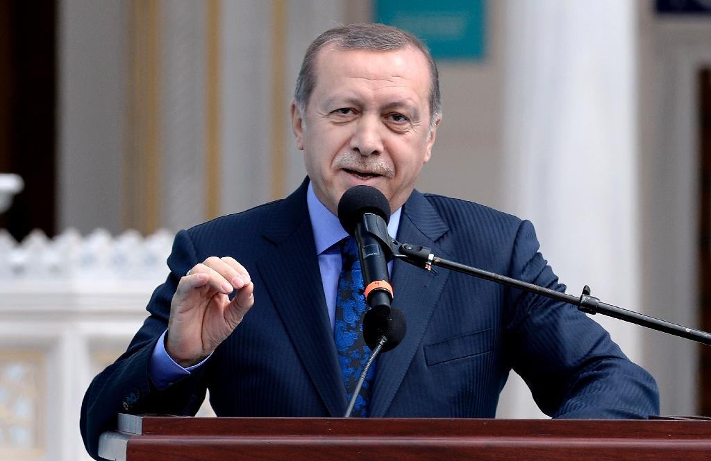Turkey's President Recep Tayyip Erdogan speaks as he inaugurates the Diyanet Islamic Cultural Center in Lanham, Maryland on April 2, 2016 (AFP Photo/Olivier Douliery)