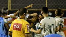 América-MG derrota o Vitória-BA em Salvador e cola no G4 da Série B